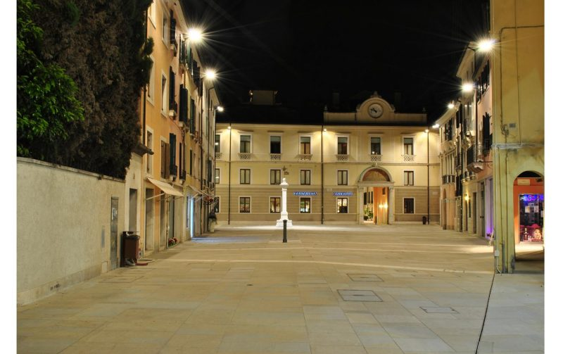 Osram dona nuova luce a piazza Santa Maria dei Battuti