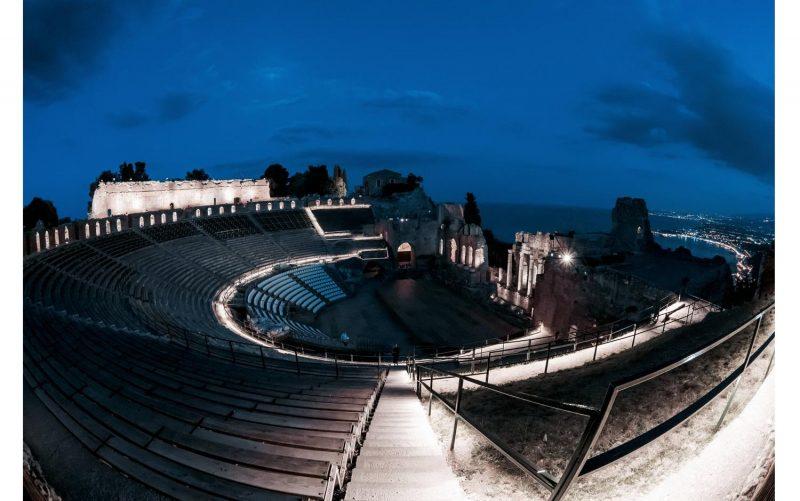 <strong>Il Teatro Greco di Taormina splende grazie all'illuminazione iGuzzini</strong>
