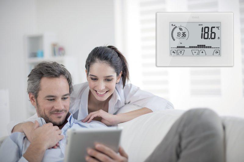 Il controllo del clima casa? Facile con il termostato Wi-Fi ClimaThermo di Vimar