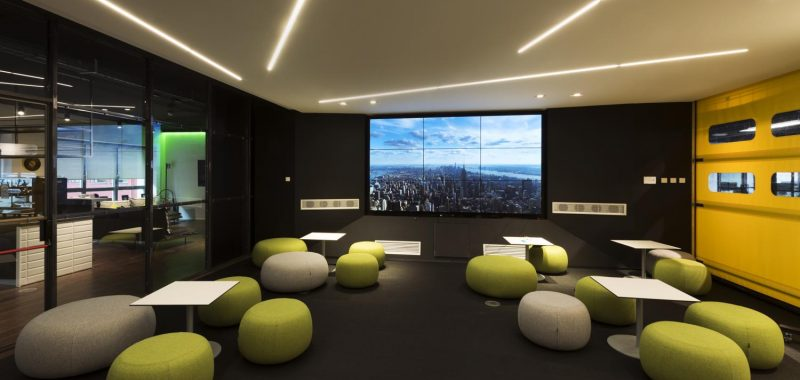 Philips lighting a light building un viaggio tra led e - Philips illuminazione casa ...