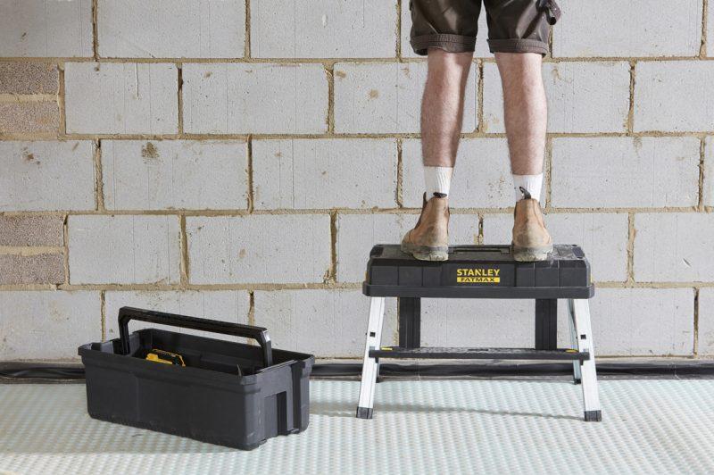 Cassetta porta utensili FATMAX, con sgabello diventa una postazione di lavoro