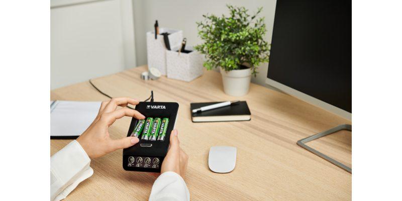 Varta presenta la nuova linea di dispositivi di ricarica LCD Charger+