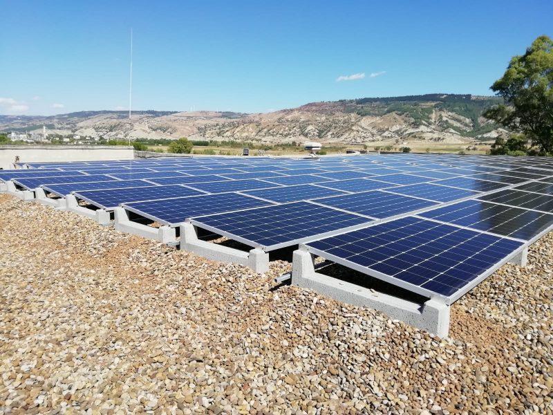 Energia pulita e innovazione: quando il sole dà energia alla tecnologia