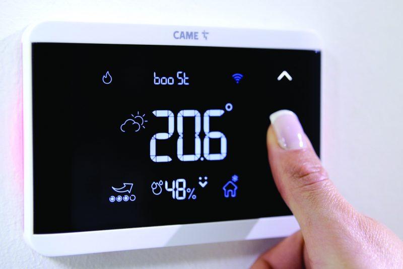 TH/700 cronotermostato CAME che esalta design e tecnologia