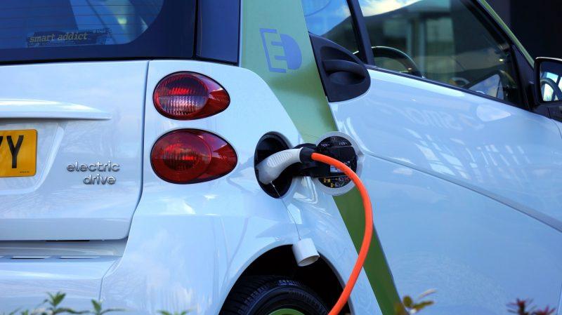 L' auto elettrica: spaventa chi non ce l'ha, e piace a chi ce l'ha