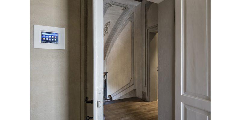 La villa restaurata diventa smart con le tecnologie AVE