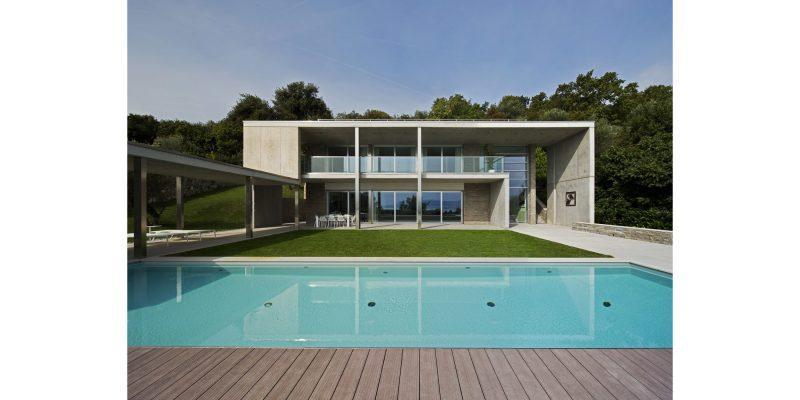Sul Garda un'elegante villa con domotica AVE: comfort, sicurezza e design